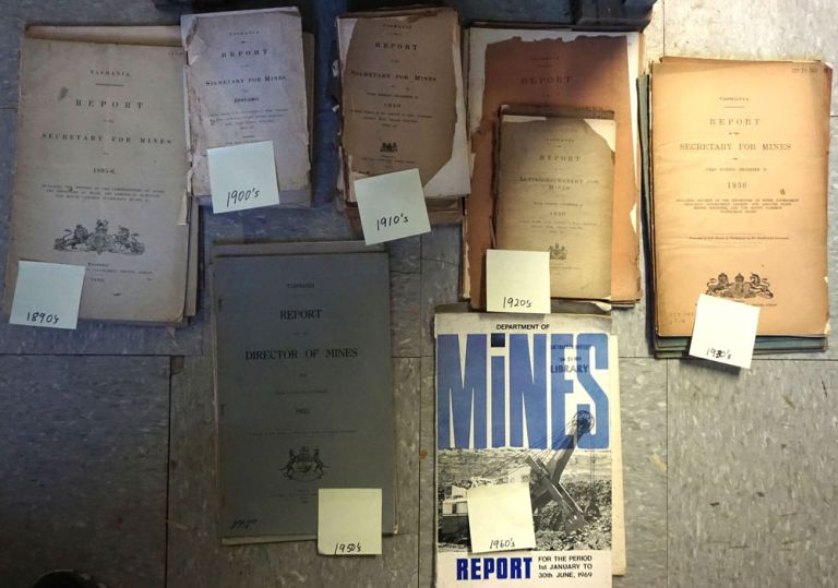 Report of the Secretary for Mines (&) Report of the Director. Tasmania. Department of Mines.